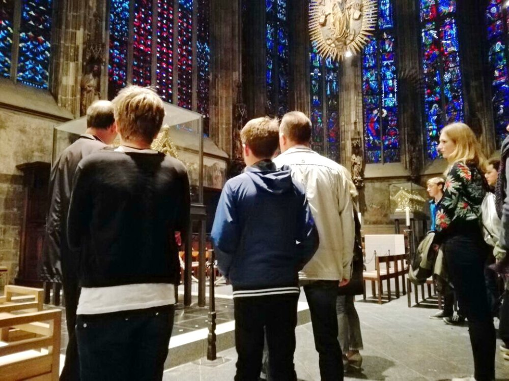 Messdiener im Dom